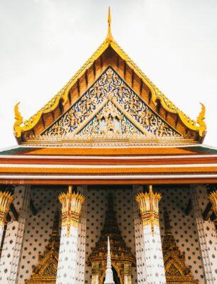 Guldbelagt tempel i Thailand