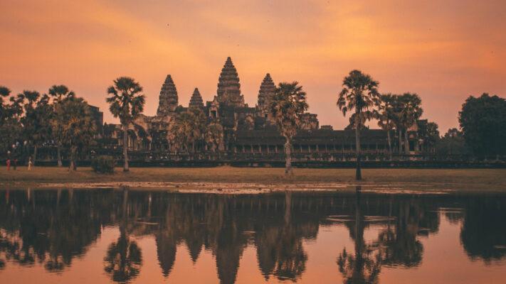 Angkor Wat i Cambodja ved solnedgang