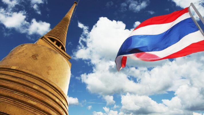 Thailand tårn og flag